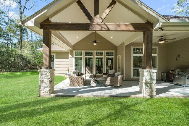 Outdoor patio with Vaulted Ceiling