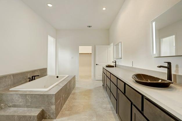 Kurk Homes large master bath