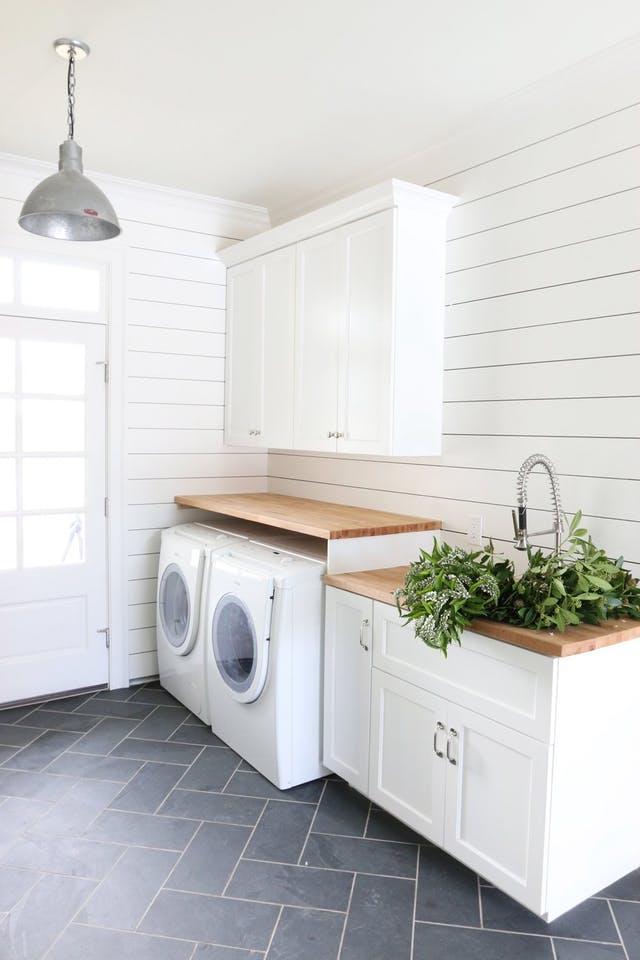 laundry_room_shiplap_walls